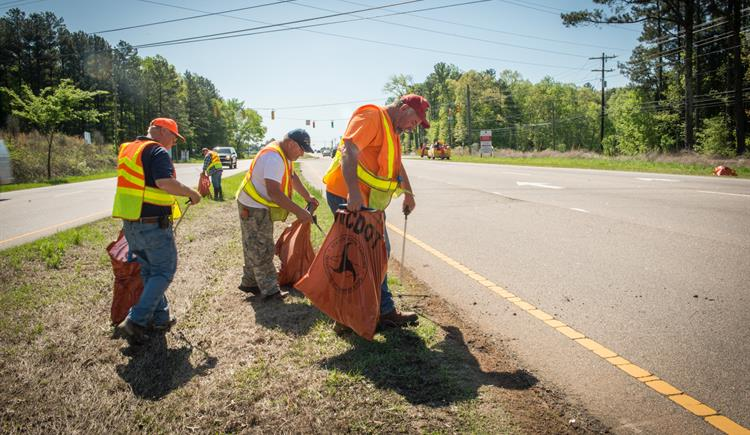 More Than 7 Million Pounds of Roadside Litter Collected This Year
